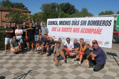 Bomberos pancarta queja agosto 2016